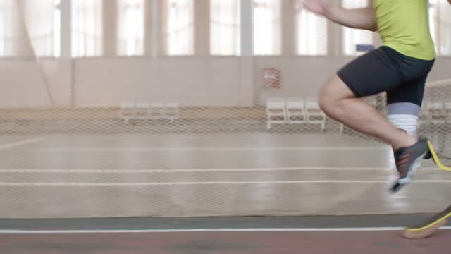 Atleta paralímpica una carrera de atletismo - vídeo