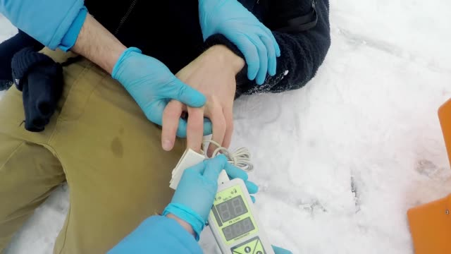 pov of paramedic checking pulse of patient - first responders стоковые видео и кадры b-roll