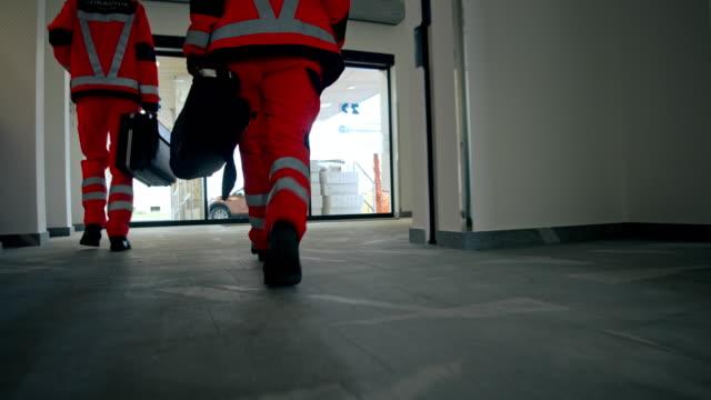 slo paramedic team on the emergency call - evento catastrofico video stock e b–roll