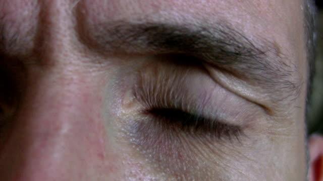 параноидальной глаз. - conspiracy стоковые видео и кадры b-roll