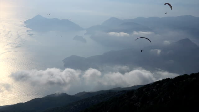 parasailing in oludeniz. fethiye / turkey - fethiye video stock e b–roll