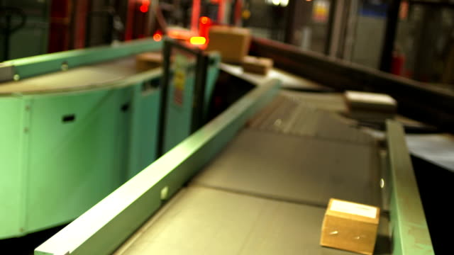 Parcel Transportation in a Distribution Center