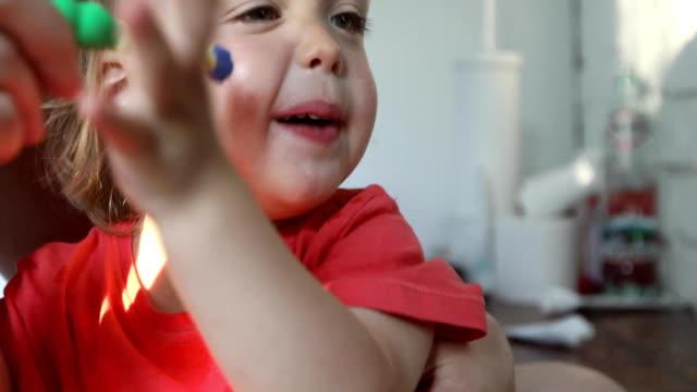 vídeos de stock e filmes b-roll de parent brushes his baby teeth in the bathroom - escovar