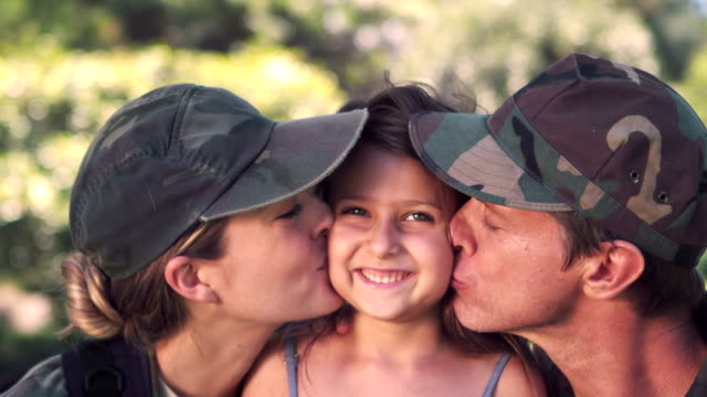 Parents soldier reunited with their daughter video