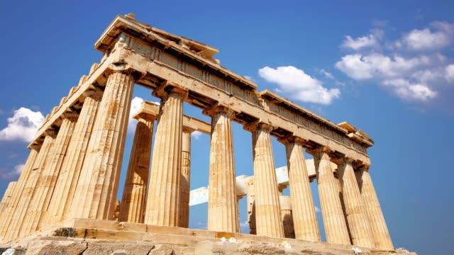 vídeos de stock, filmes e b-roll de parfenon, templo do grego antigo, situado no acropolis de atenas - atenas grécia