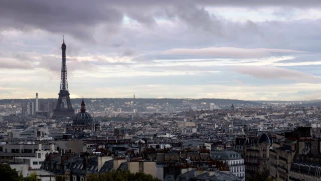 paris stadsbild från montmartre - montmatre utsikt bildbanksvideor och videomaterial från bakom kulisserna