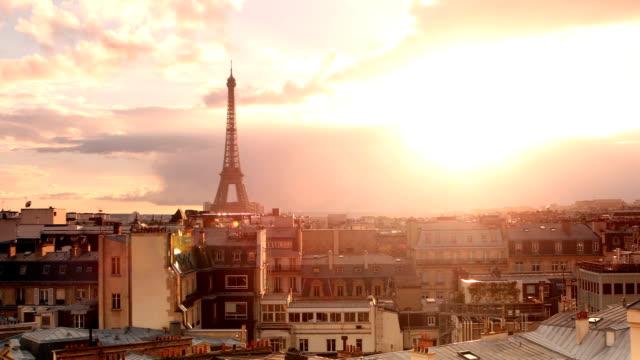 vidéos et rushes de tour eiffel paris panorama sunset - tour eiffel