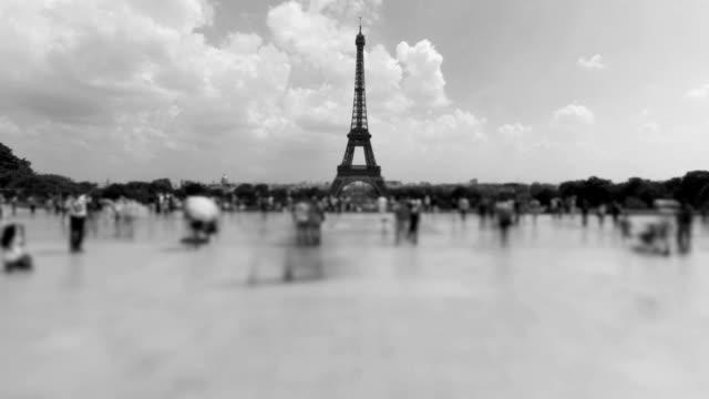 パリエッフェルタワー - 都市 モノクロ点の映像素材/bロール