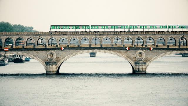 paris. metro train and traffic at the bercy bridge on the river seine - francja filmów i materiałów b-roll