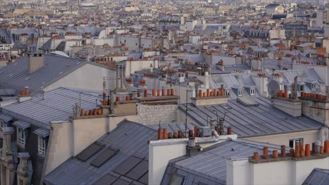 paris tak med eiffeltornet - montmatre utsikt bildbanksvideor och videomaterial från bakom kulisserna