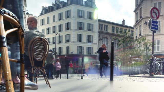 paris sidewalk cafe par cinemagraph 4k - fransk kultur bildbanksvideor och videomaterial från bakom kulisserna