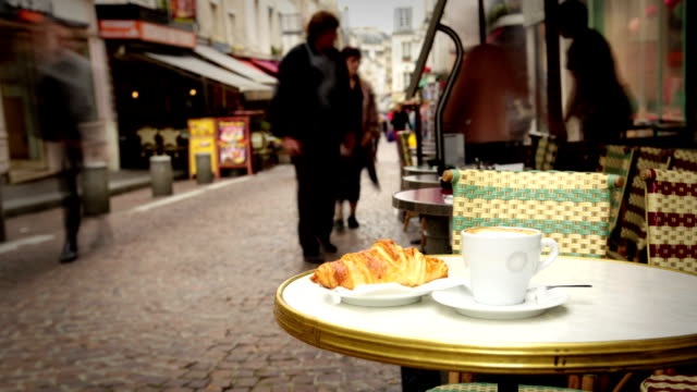 café in paris - café stock-videos und b-roll-filmmaterial