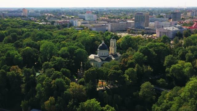 park ensemble med katedralen saints peter och paul i staden gomel. flygfoto - peter and paul cathedral bildbanksvideor och videomaterial från bakom kulisserna