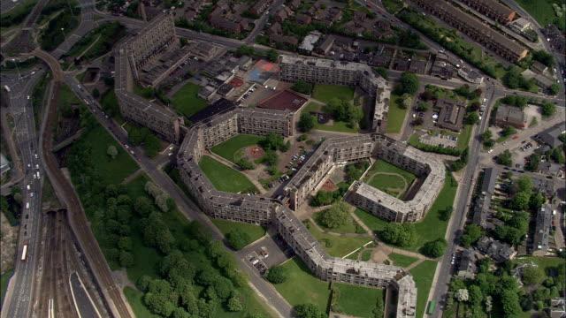 vidéos et rushes de park hill, sheffield-vue aérienne-angleterre, à sheffield, royaume-uni - hlm