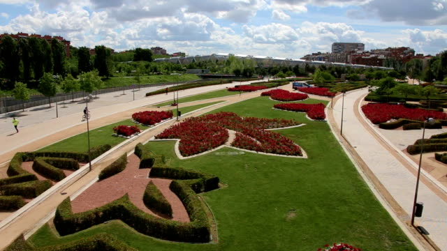 Park Madrid Rio and Pasarela de la Arganzuela bridge