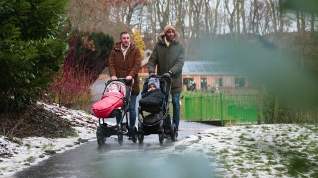 park visit - один родитель стоковые видео и кадры b-roll