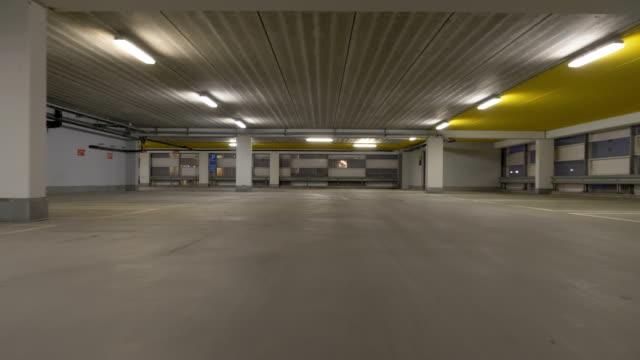 stockvideo's en b-roll-footage met parkeergarage met veel beschikbare parkeerplaatsen - parking