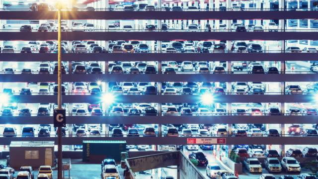 stockvideo's en b-roll-footage met parkeerplaats time-lapse, zoom in. - parking