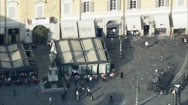 パルマ-航空写真-エミリアロマーニャ、州のパルマ、パルマ、イタリア - 飲食店点の映像素材/bロール