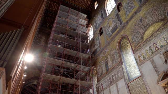 シチリア島パレルモに改装されている大聖堂の一部 - モンレアーレ点の映像素材/bロール