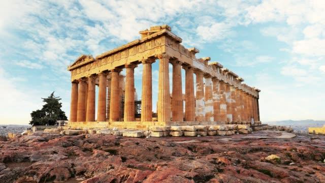 stockvideo's en b-roll-footage met parthenon op acropolis, athene, griekenland-time lapse - athens