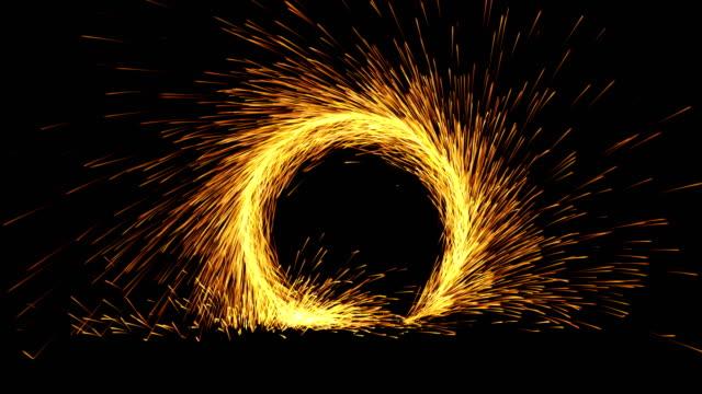 parçacık patlama - portal başlangıç, bitiş ve döngü 4k - kıvılcım stok videoları ve detay görüntü çekimi