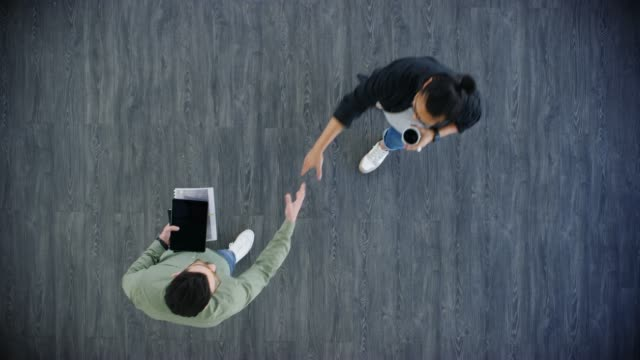 samar beta med personer som delar samma ambitioner som du - gå tillsammans bildbanksvideor och videomaterial från bakom kulisserna