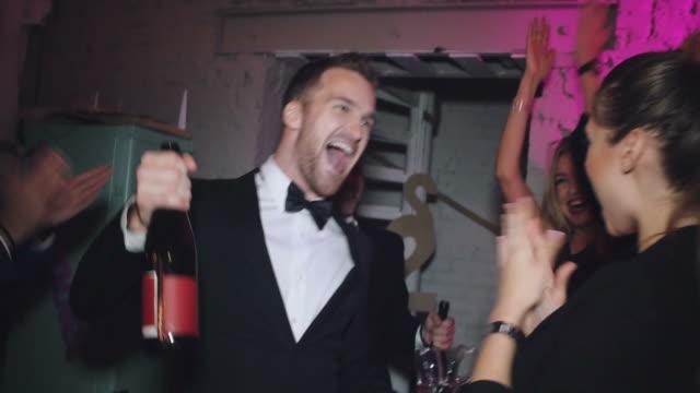 Faire la fête toute la nuit - Vidéo
