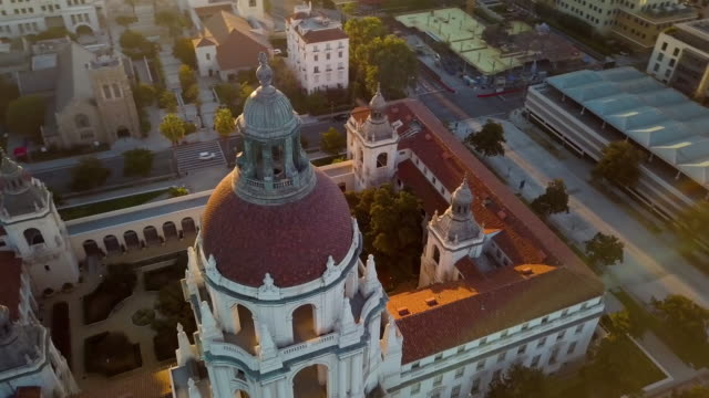 pasadena city hall- moving drone shot - california video stock e b–roll