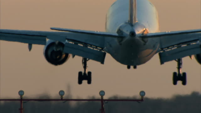 Passenger aircraft landing video