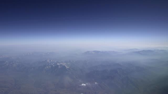 乘客 pov 山脈 - 航拍 個影片檔及 b 捲影像