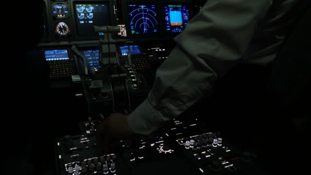 passenger plane gains altitude cockpit view - pilota video stock e b–roll