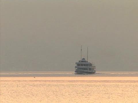 vídeos de stock e filmes b-roll de navio de passageiros - embarcação comercial