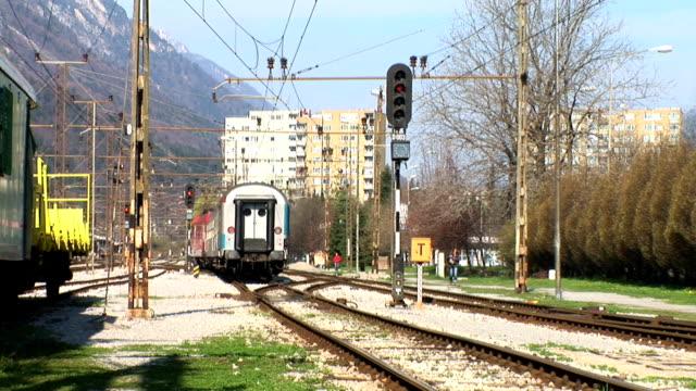 hd: pasażer pociągu, pozostawiając - intercity filmów i materiałów b-roll
