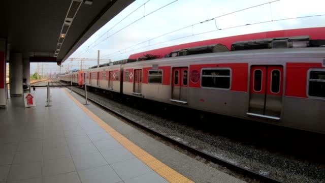 passenger train - wagon kolejowy filmów i materiałów b-roll