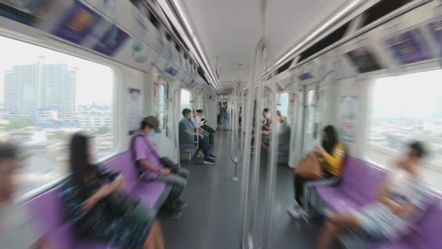hyperlapse gökyüzü tren yolcuları - i̇çinde stok videoları ve detay görüntü çekimi