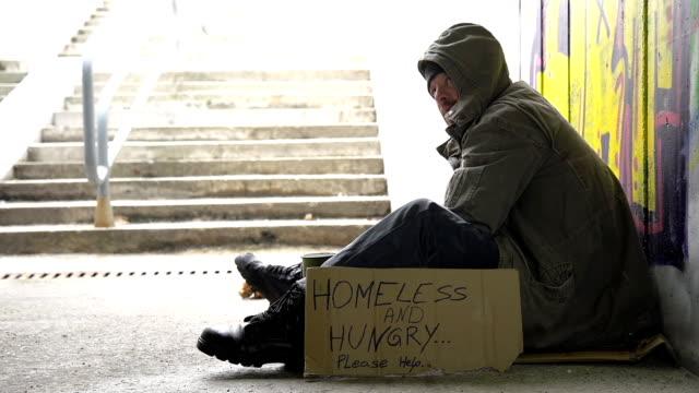 HD: Passer por da cambio A un indigente