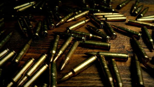 vidéos et rushes de passage de balles sur la table - armement