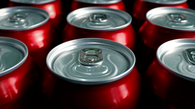 vídeos de stock, filmes e b-roll de passar genérico enlatado bebidas - refrigerante