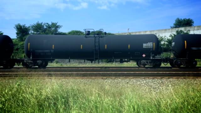 przejazd pociągu - wagon kolejowy filmów i materiałów b-roll