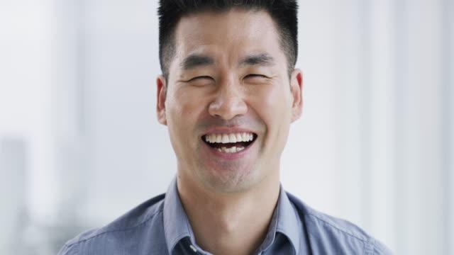 情熱は常に良い影響を与える - ビジネスマン 日本人点の映像素材/bロール