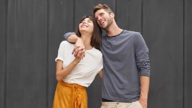vídeos de stock e filmes b-roll de passionate couple embracing - 25 29 anos