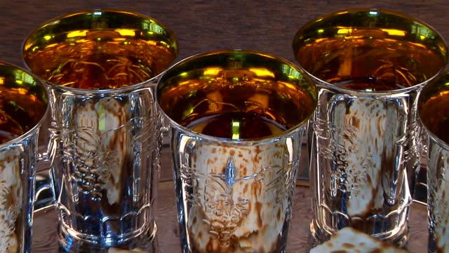 vídeos y material grabado en eventos de stock de pascua vino pascua matzo - pascua judía