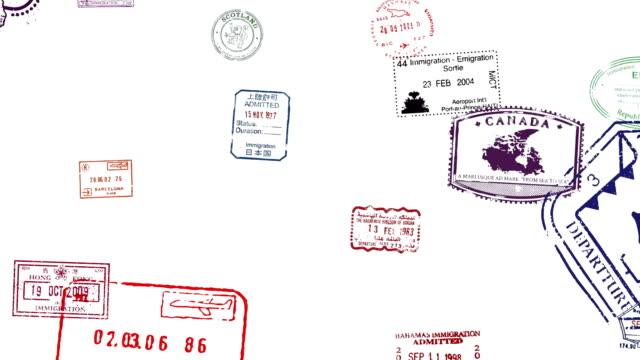 vídeos y material grabado en eventos de stock de sellos de pasaporte animación en la pantalla - pasaporte y visa