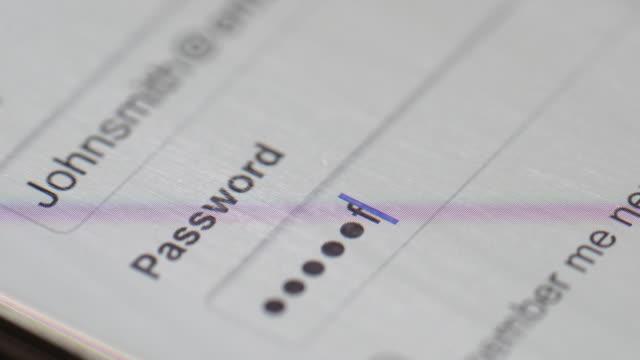 пароль на экран компьютера - безопасность сети стоковые видео и кадры b-roll