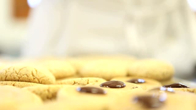 pastry chef prepare chocolate cookies video