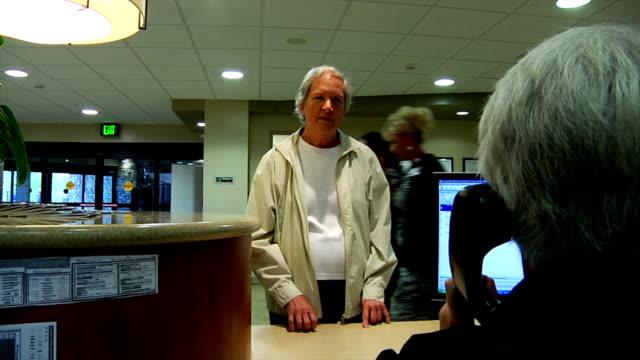 patient waiting - hotel reception stok videoları ve detay görüntü çekimi