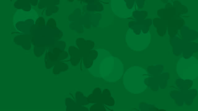 vídeos de stock, filmes e b-roll de patrick day fundo com padrão de folha shamrock caindo. para uma festa festiva no bar. renderização 3d, loop 4k - boa sorte