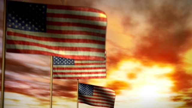 американский сша отечественной мемориал флаги закат облака время-lapse независимость день - состаривание стоковые видео и кадры b-roll