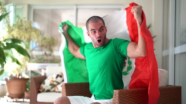 Patriotism and celebration of a Mexican young fan video